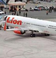 獅航客機印尼機場撞燈柱