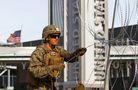 士兵和鐵絲網到位!美軍在美墨邊境嚴防移民入境