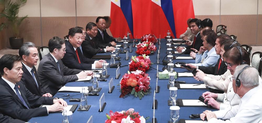 習近平會見菲律賓眾議長阿羅約和參議長索托