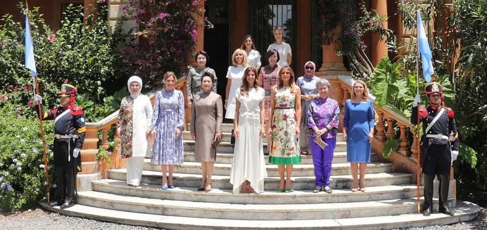 彭麗媛出席二十國集團領導人峰會配偶活動