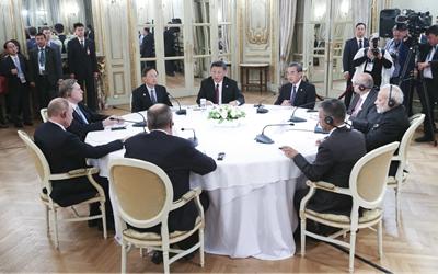 習近平出席中俄印領導人非正式會晤