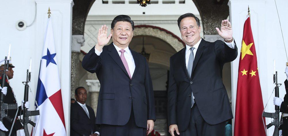 習近平同巴拿馬總統巴雷拉舉行會談