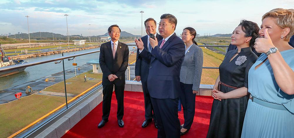 習近平和巴拿馬總統巴雷拉共同參觀巴拿馬運河新船閘