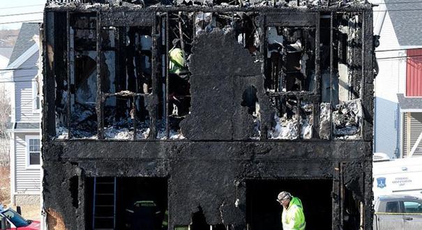 加拿大民宅火災致7人死亡 民眾獻花悼念