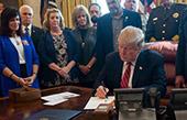 美國內政治博弈陡然升級!特朗普首用否決權的背後