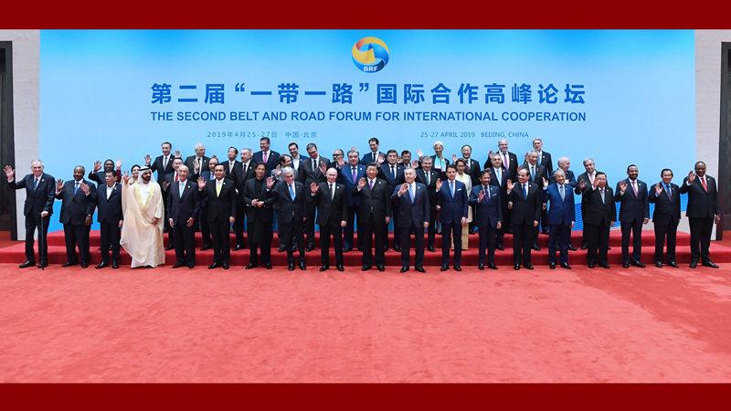 习近平同与会领导人和国际组织负责人集体合影