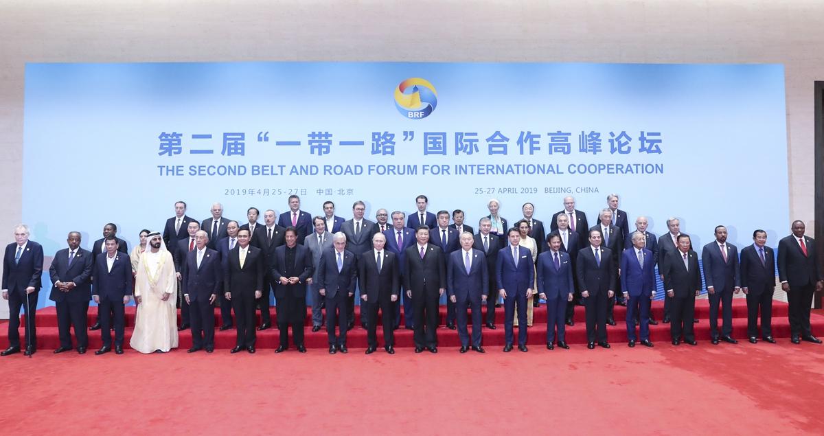 習近平同與會領導人和國際組織負責人集體合影