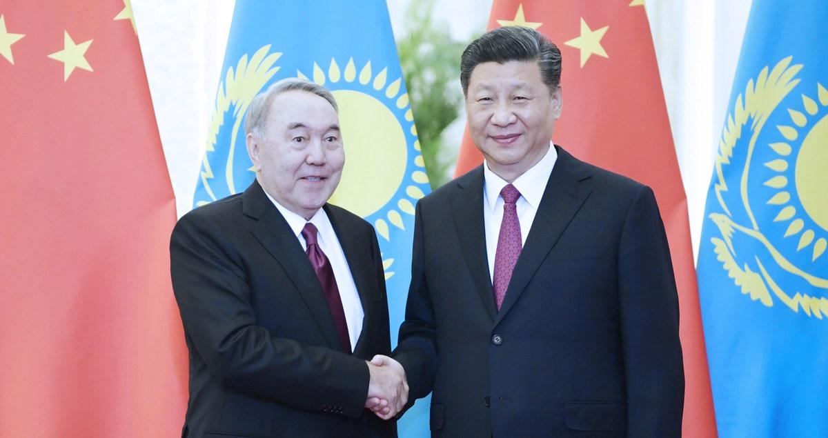 習近平會見哈薩克斯坦首任總統納扎爾巴耶夫