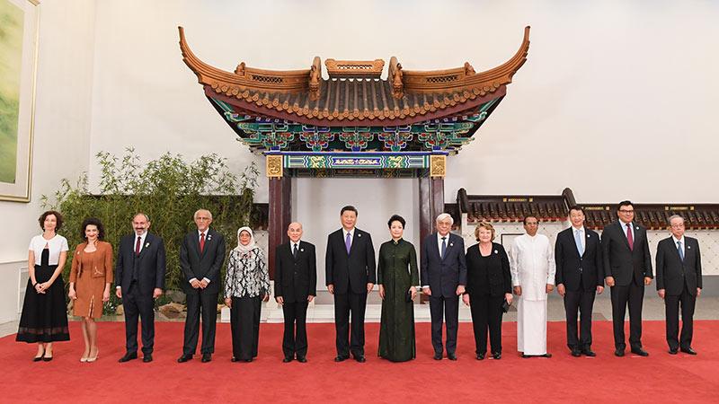 習近平和彭麗媛歡迎外方領導人夫婦及嘉賓