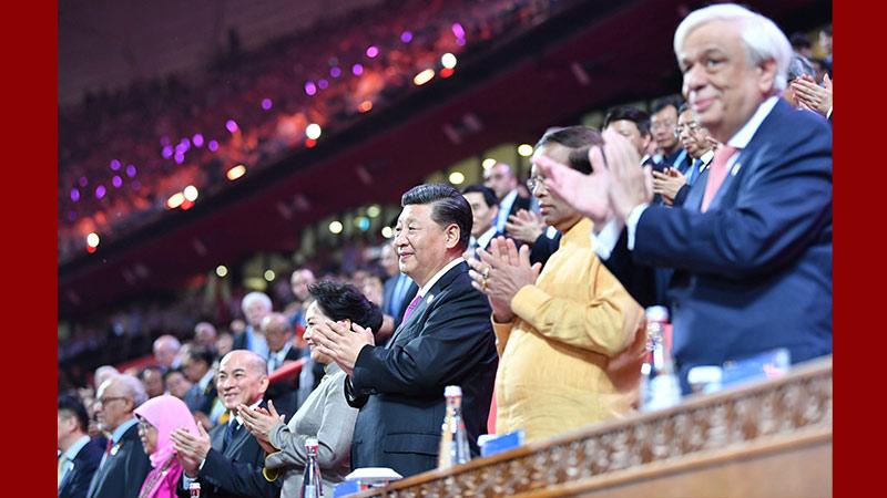 習近平和彭麗媛同外方領導人夫婦共同出席亞洲文化嘉年華活動