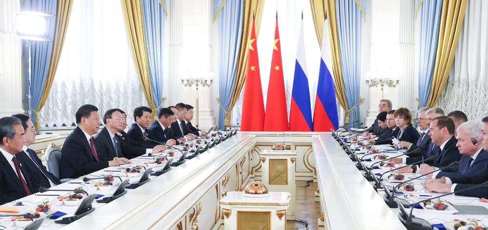 習近平會見俄羅斯總理梅德韋傑夫