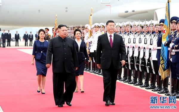 習近平抵達平壤開始對朝鮮民主主義人民共和國進行國事訪問