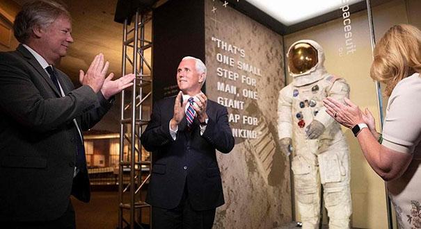慶祝登月50周年 阿姆斯特朗宇航服在美博物館亮相