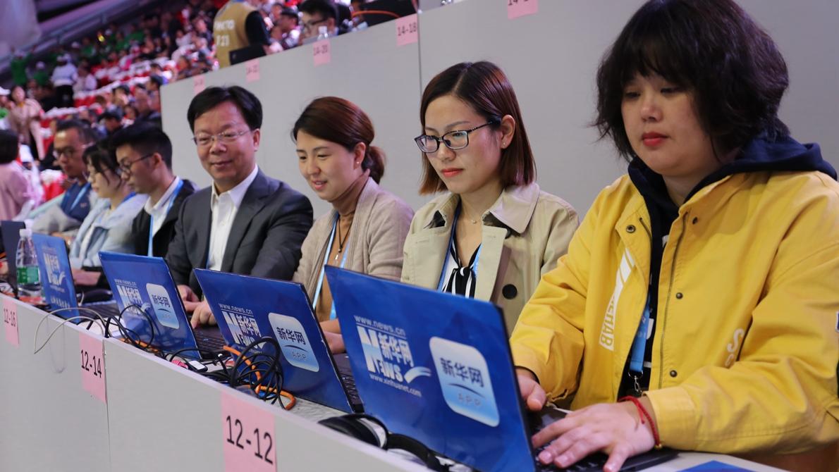新华网直播团队已做好现场网络直播准备