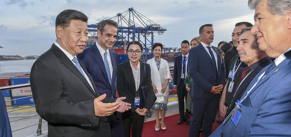 習近平和希臘總理米佐塔基斯共同參觀中遠海運比雷埃夫斯港項目