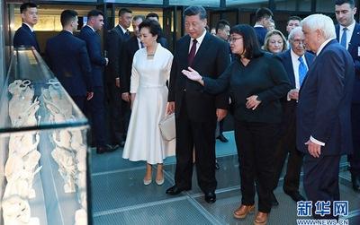 習近平和希臘總統帕夫洛普洛斯共同參觀雅典衛城博物館