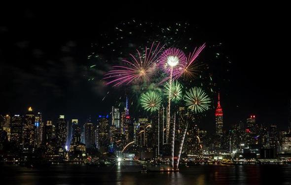 紐約燃放焰火慶祝中國農歷新年