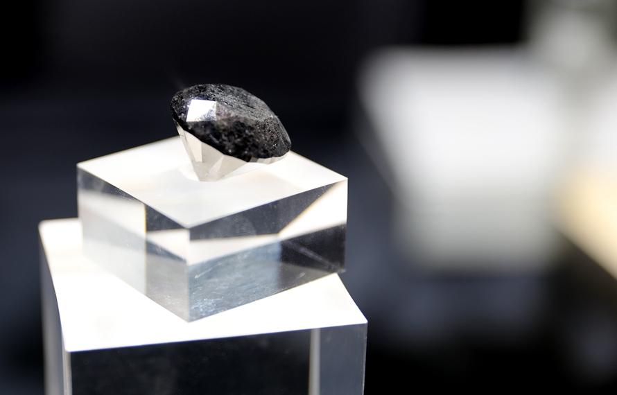 88克拉超級黑鑽從巴黎來上海參展進博會