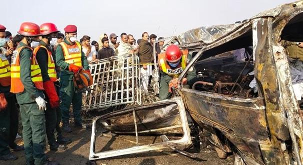 巴基斯坦兩車相撞致13人死亡