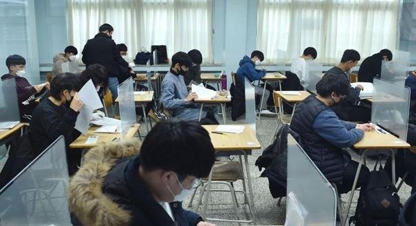 """疫情下的韓國""""高考"""""""