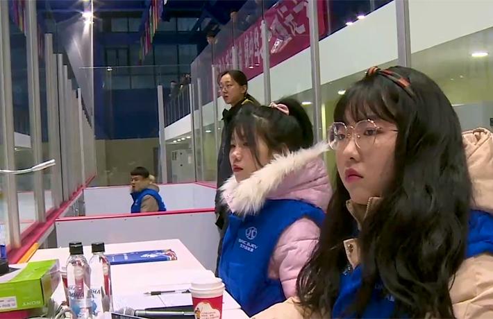 全球連線丨(走近冬奧)冰球場上的裁判團