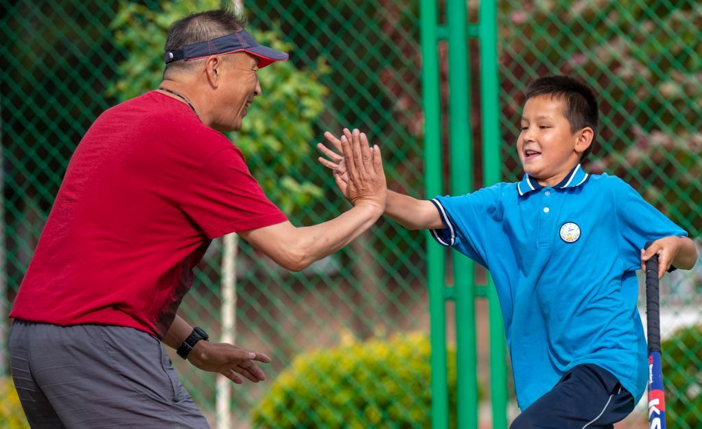 曲棍球前國手扎根新疆小學當教練