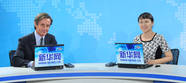 聯合國副秘書長朗斯基與主持人合影