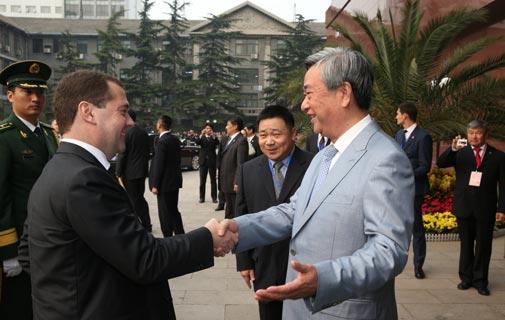 李從軍迎接俄羅斯總理梅德韋傑夫