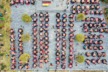 小山村的千人團圓宴
