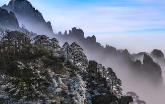 安徽黃山現雲海霧凇景觀