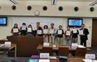 日本山梨學院師生為中國加油