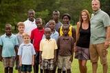 美國夫婦一次領養8名非洲孤兒(組圖)