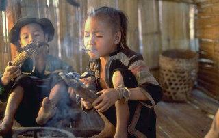 泰國罕見隱世部落照片曝光 兒童吸煙玩步槍(高清組圖)