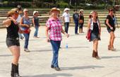 鄉村音樂牛仔風-看看巴塞羅那的廣場舞 (高清組圖)