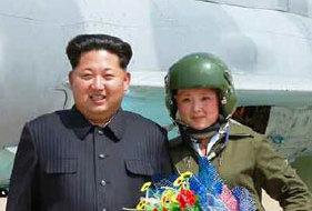 金正恩接見朝鮮首批超音速戰鬥機女飛行員(組圖)