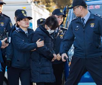 崔順實參加韓憲法法院總統彈劾案庭審