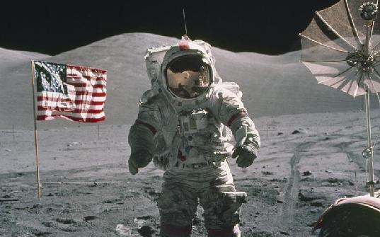 """""""最後一個在月球上留下腳印的人""""逝世"""