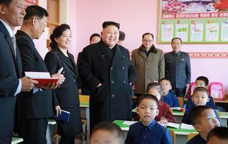 金正恩視察新建的平壤孤兒小學