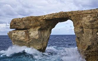 """馬耳他著名景點""""藍窗""""坍塌"""