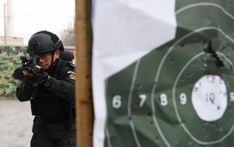 蘭鐵特警開展冬訓練兵活動
