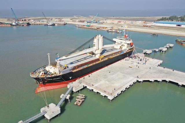 中國路橋承建的孟加拉國深水碼頭投入使用