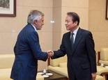 何平會見國際奧委會副主席胡安·薩馬蘭奇