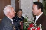 新華社總編輯何平看望俄羅斯衛國戰爭老戰士