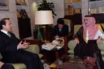 何平會見沙特利雅得地區代理埃米爾