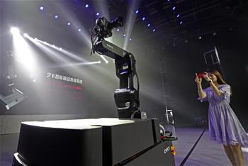 智能移動拍攝機器人亮相沈陽
